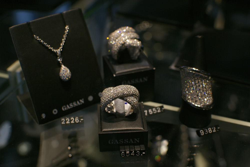 shiny things at gassan diamonds