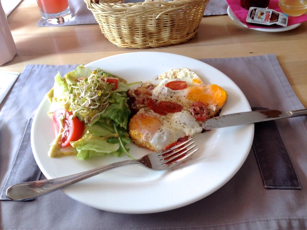 Breakfast at Republika Roz