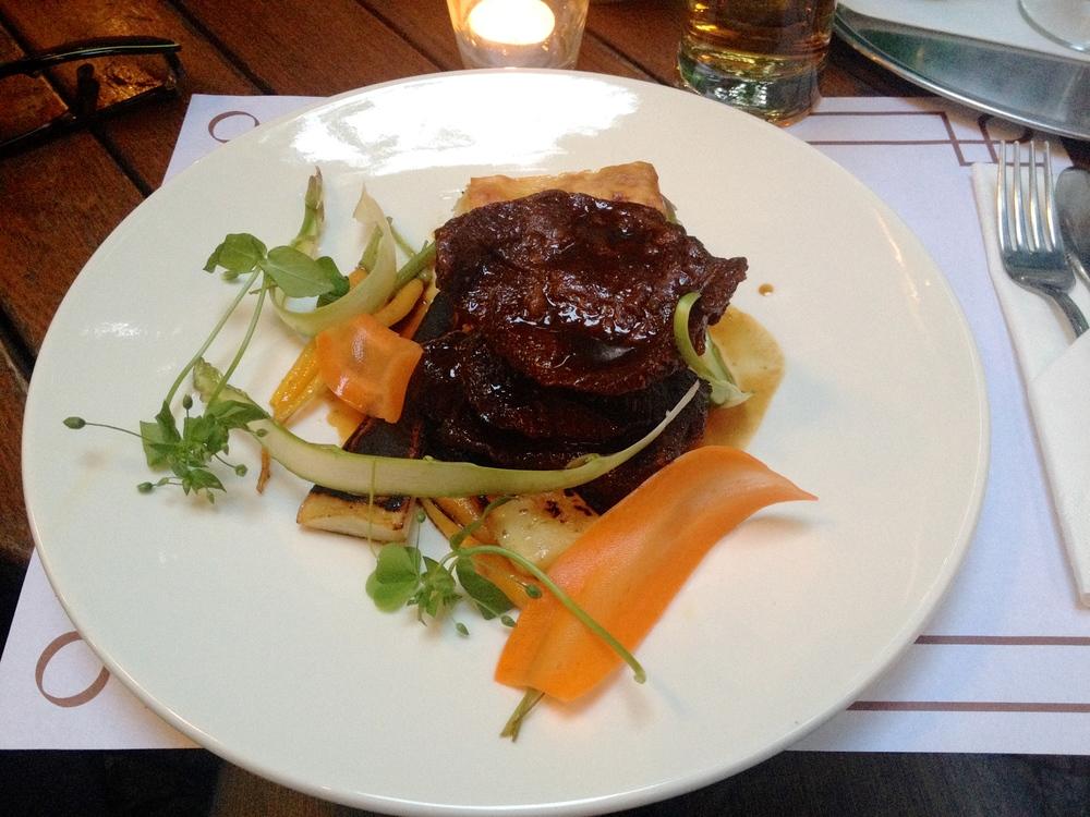 Beef cheeks with potatoes au gratin