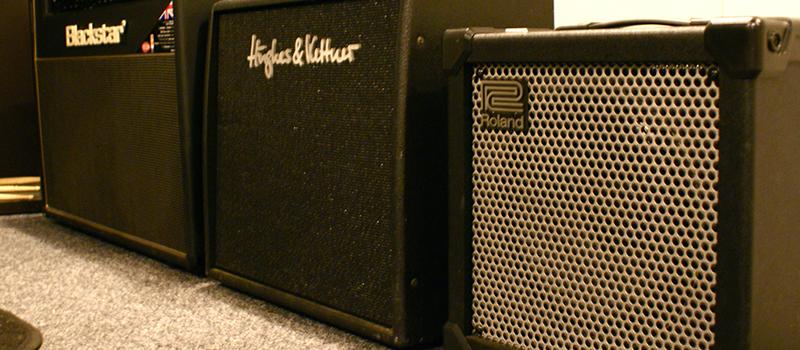 004-studiohire-amps.jpg