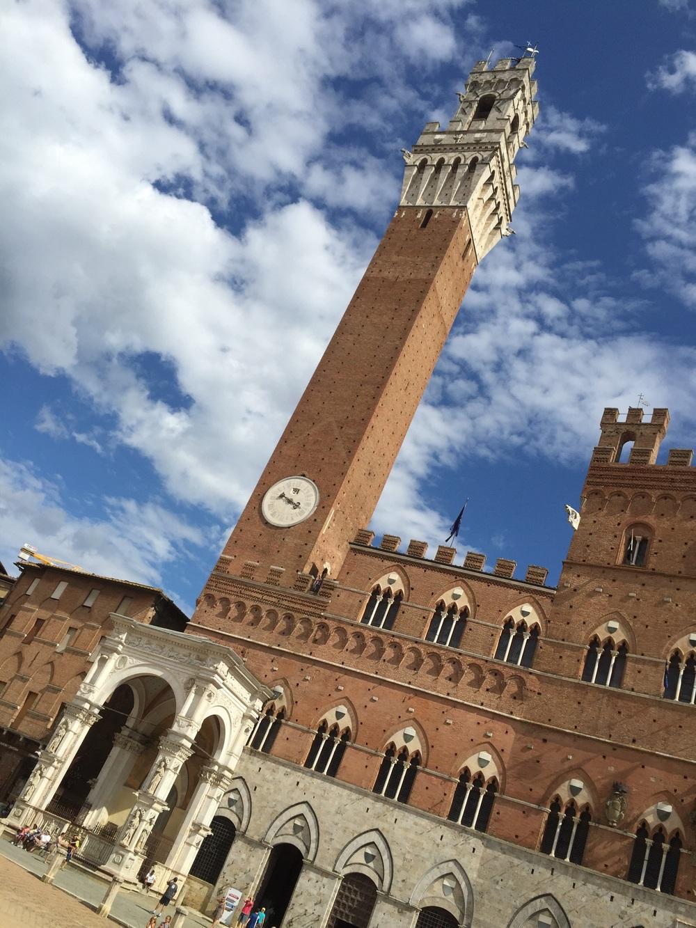 La Torre del Mangia in Piazza del Campo, Siena