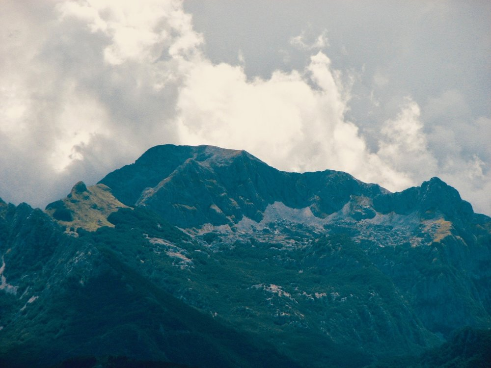 Le Alpi Apuane in Garfagnana - l'omomorto
