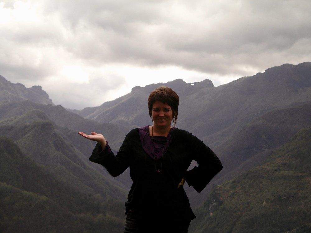 Isabella in the belly at the top of Calomini in Garfagnana, 2005