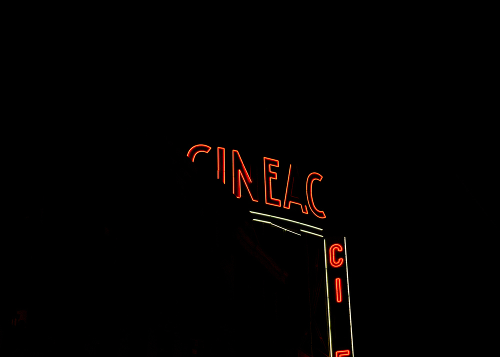red-neon-amsterdam-night-cineac