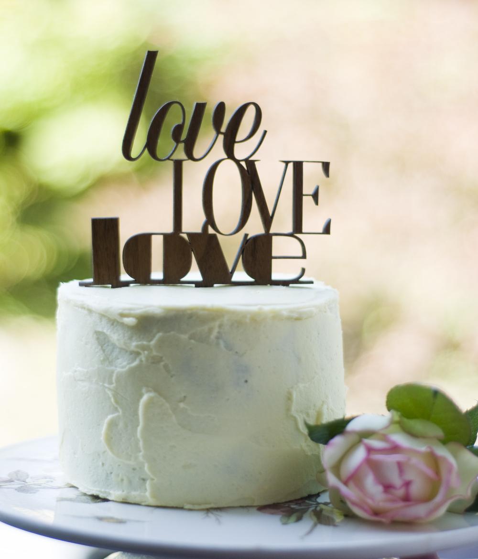 """love love love"" Holz-Caketopper"
