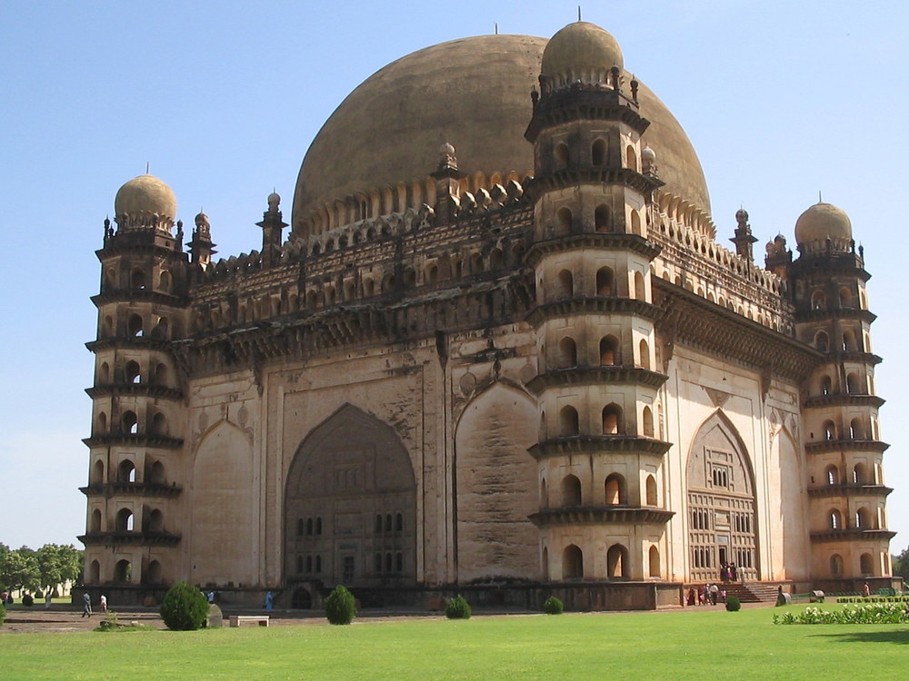 Gol Gumbaz in Bijapur, Karnataka, India. Photo by Ashwatham at en.wikipedia [Public domain], from Wikimedia Commons