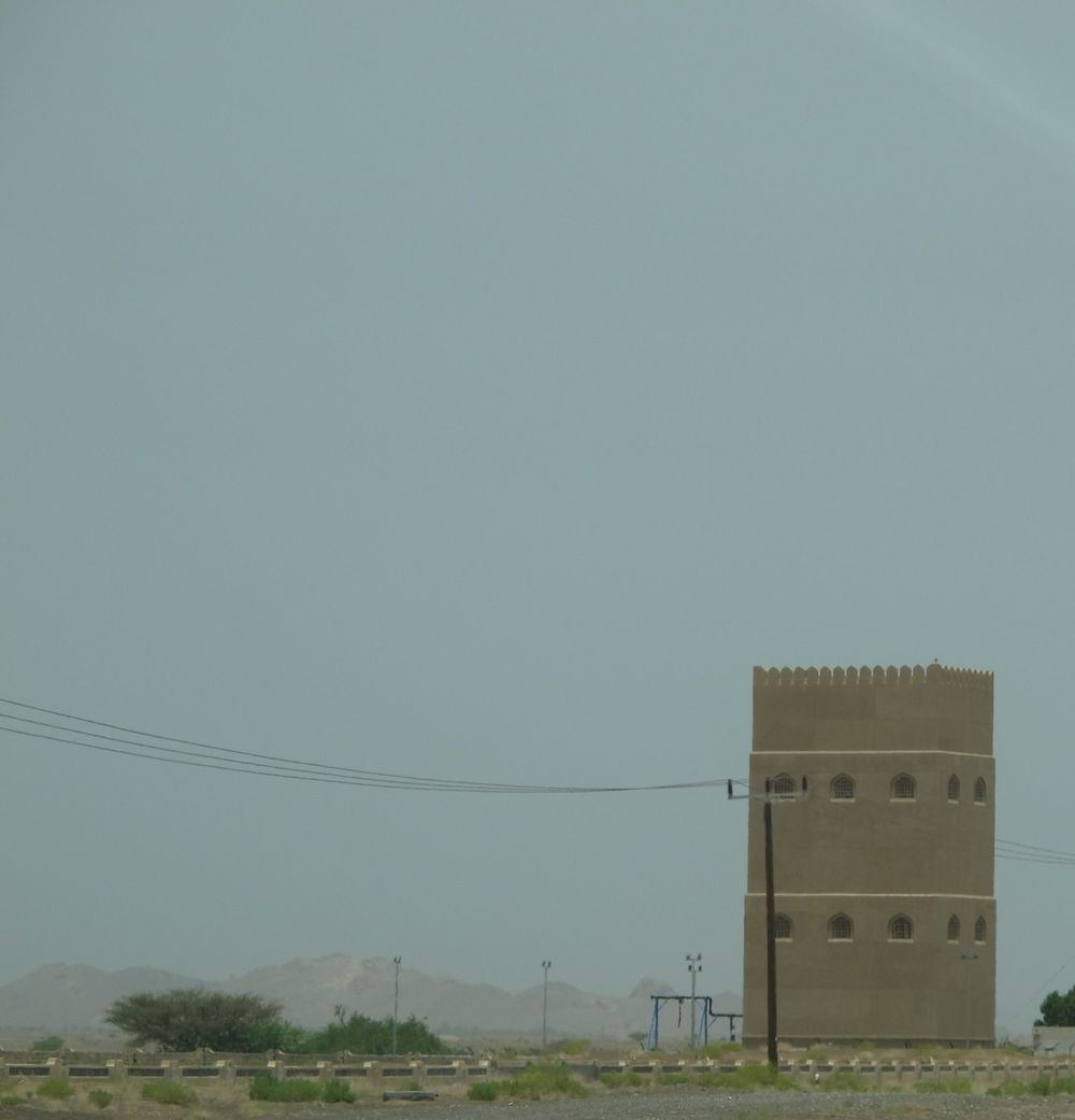 This is not an ancient fort. It's a water tower. There are many just like this in the Omani countryside.