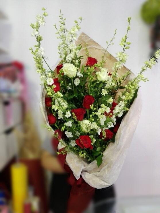 Personalizzare: - Da ULTRAViOLET potete ragionare con Noi su cosa scegliere e come personalizzare i fiori per il vostro Valentino o Valentina!