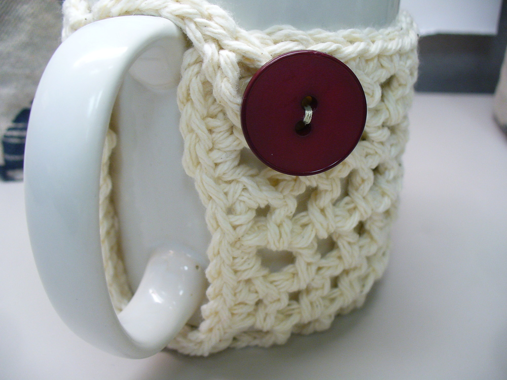 crocheted mug cozy @sneezerville