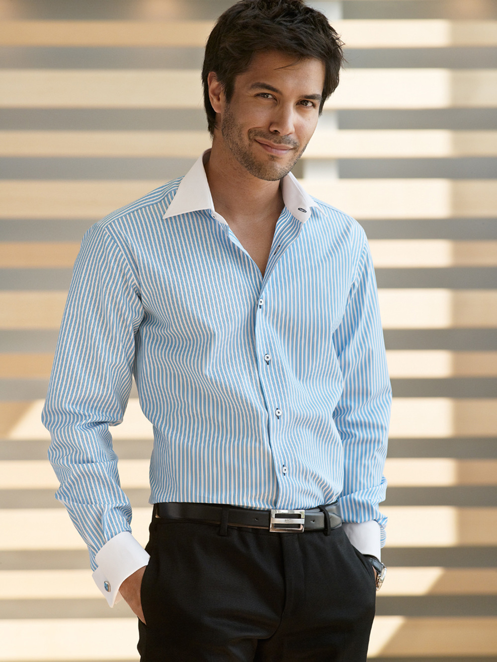 Etrusca-Collezione-Uno-Gentiluomo-Blue-Light-Stripe-White-Collar-Cuff-Model-Indoors-001-RT.jpg