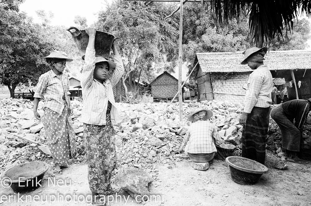 © Erik Neu-Myanmar-quarry workers-0002.jpg