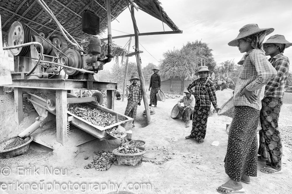 © Erik Neu-Myanmar-quarry workers-0006.jpg