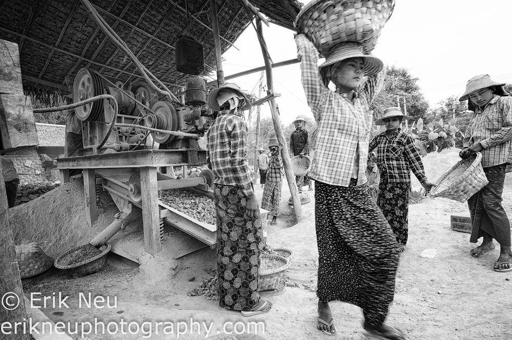 © Erik Neu-Myanmar-quarry workers-0008.jpg
