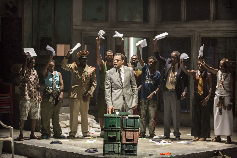 03 A Season in the Congo – Centre Chiwetel Ejiofor as Patrice Lumumba with the full Company. Photo by Johan Persson..jpg