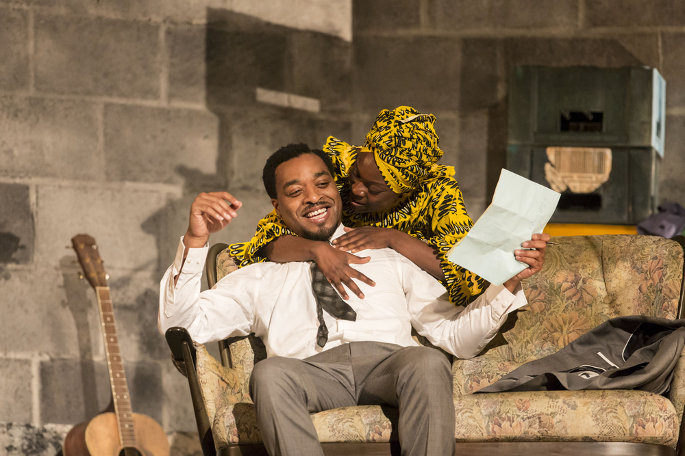 04 A Season in the Congo - Chiwetel Ejiofor as Patrice Lumumba and Joan Iyiola as Pauline Lumumba. Photo by Johan Persson..jpg