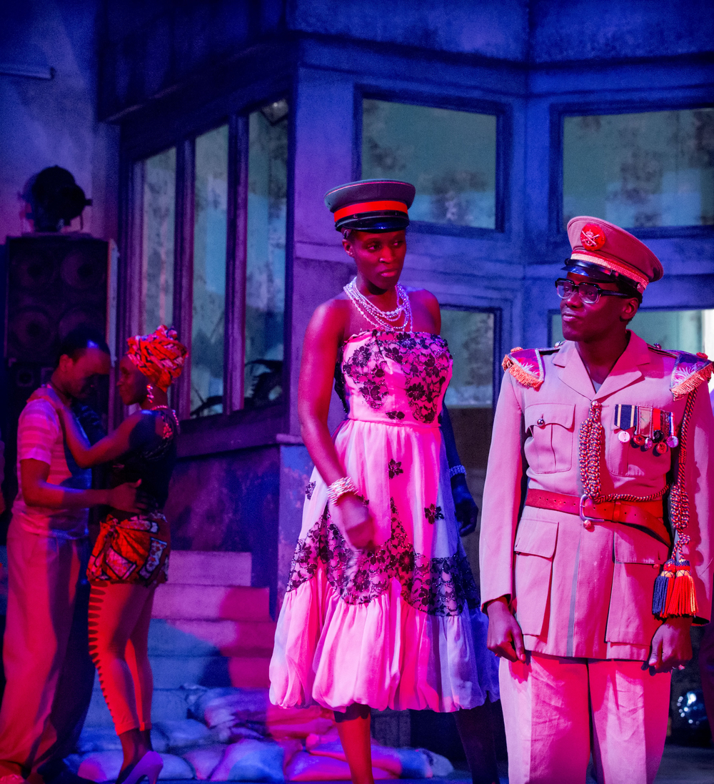 14 A Season in the Congo - Sharon Duncan-Brewster as Mama Makosi and Daniel Kaluuya as Joseph Mobutu. Photo by Johan Persson..jpg