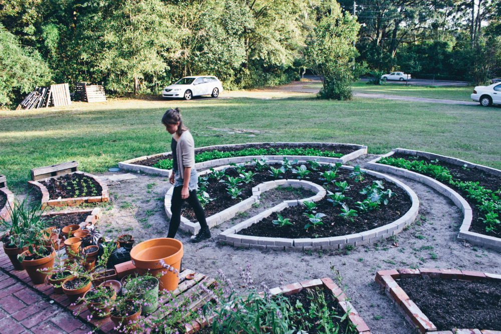 Homesweet homegrown the mansion bloom for Keyhole garden designs