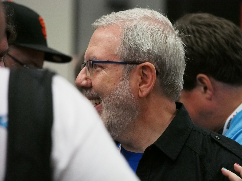 Here's a random photo of movie critic Leonard Maltin at Comic Con for no reason.