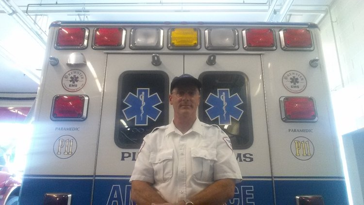 Day in the life plymouth paramedic robert farmer brewster 28 year paramedic robert farmer plymouth ma solutioingenieria Choice Image