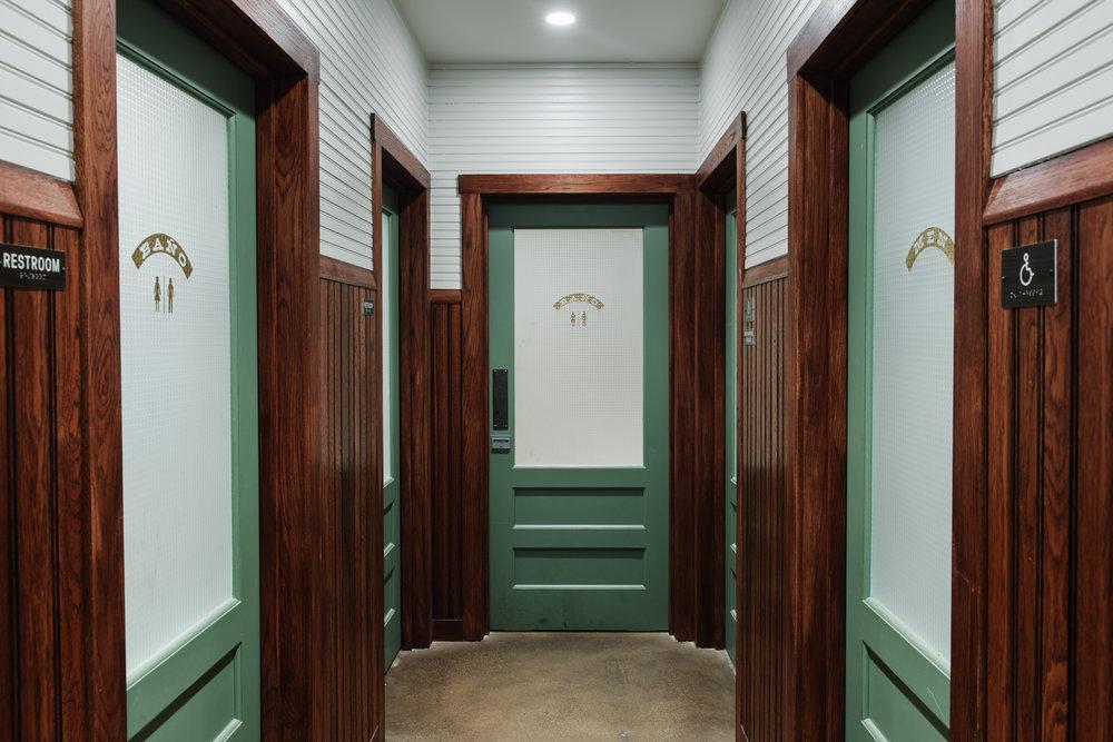 El Felix | Smith Hanes. Restroom Hallway