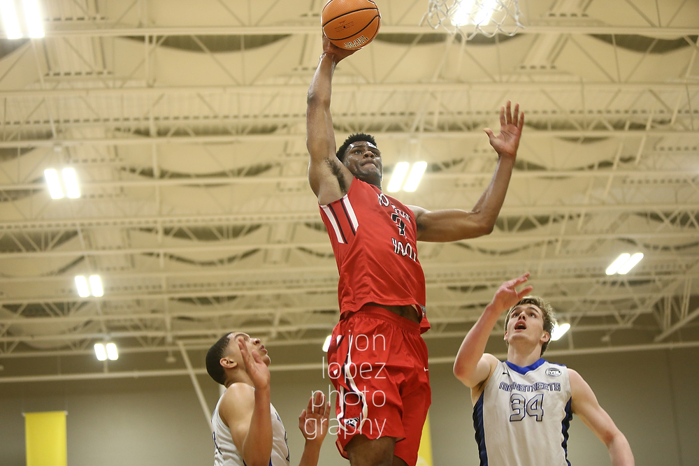Billy Preston #3 of Houston Hoops dunks against Meanstreets (IL).