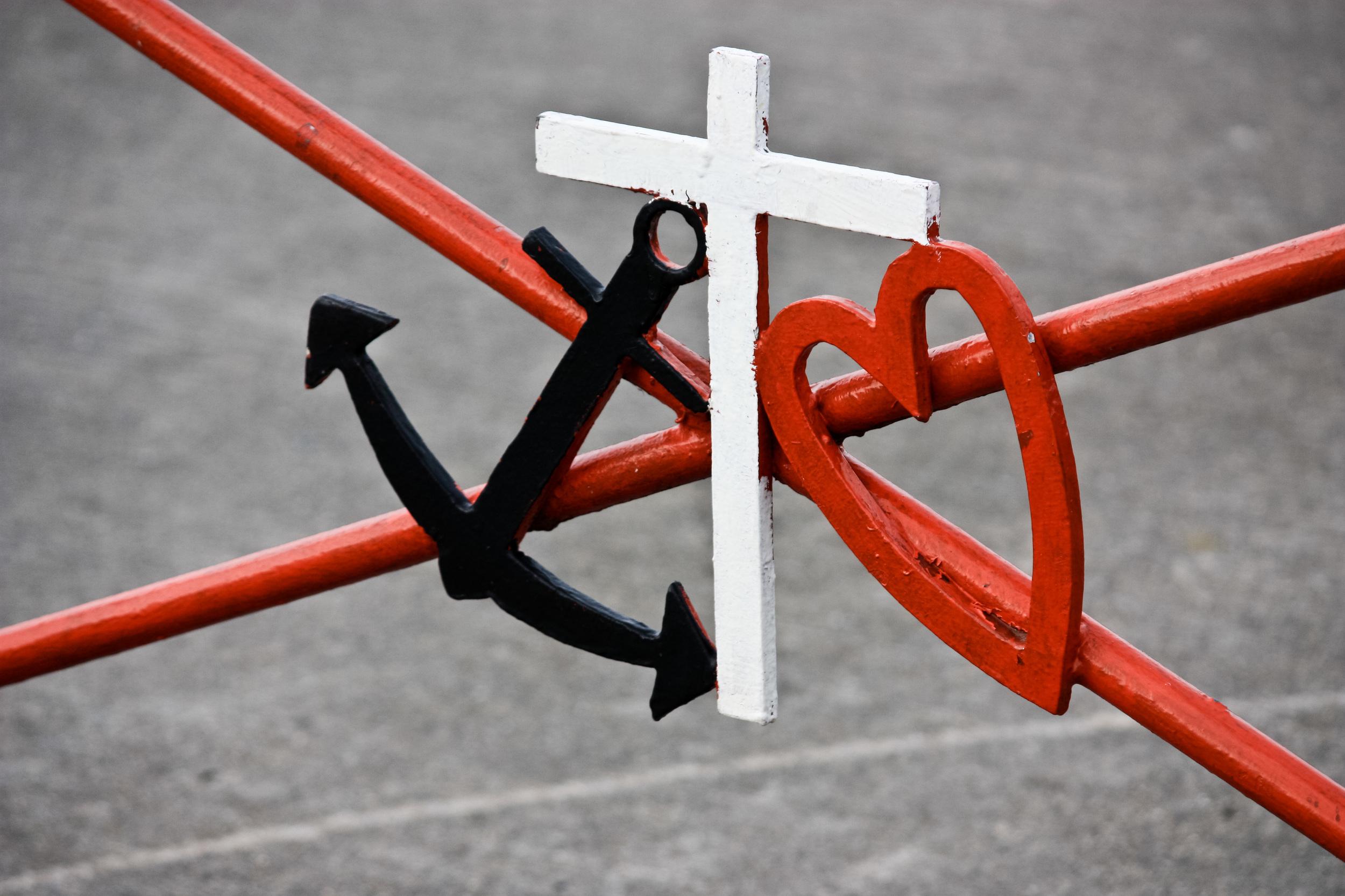 anchor cross heart alue optics