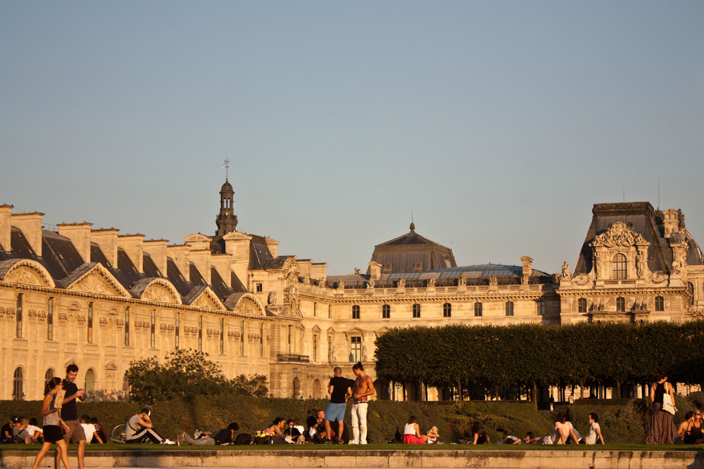 alue-optics-sunglasses-paris-evening-lawn.jpg