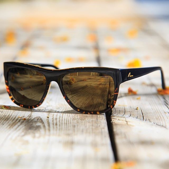 The Alue Ten. Handmade in Japan. Polarized Mineral Glass lenses. Bon weekend! #wearalue