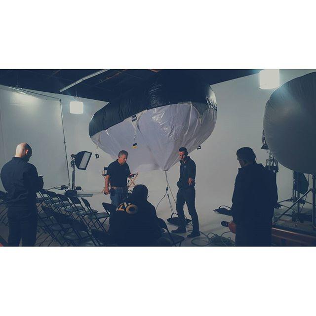 Setting up Balloon lighting @burniesgripandlighting @airstar_la #filmmaker #grip #griptruck #filmworld #lighting #gaffer #chieflightingtechnition  #illusionstudios #arri  #kinoflo #cstands #jokerlighting #molerichardson  #mathews #filmcrew #gripandelectric #kinoflo4bank #setlighting #balloonlighting #productionlife @jdmacias11 @dravenproductions @mikecastro91