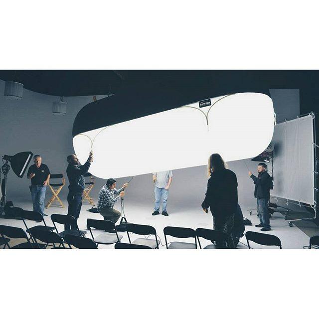 The Illumination 💡 📷 by Daniel Ring  #filmmaker #grip #griptruck #filmworld #lighting #gaffer #chieflightingtechnition  #illusionstudios #arri  #kinoflo #cstands #jokerlighting #molerichardson  #mathews #filmcrew #gripandelectric #kinoflo4bank #setlighting #balloonlighting #productionlife @jdmacias11 @dravenproductions @mikecastro91