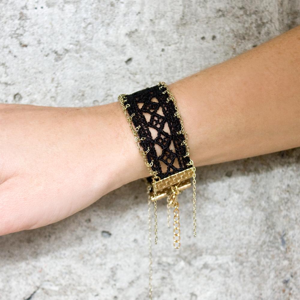 Seams bracelet (details here)