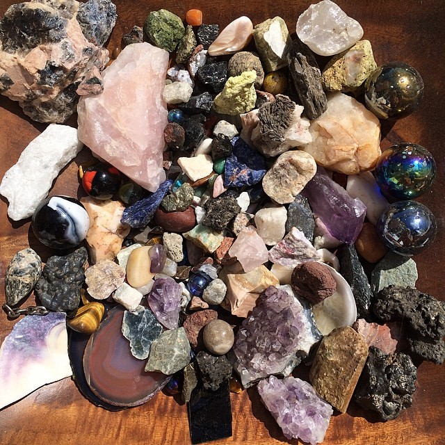 I feel compelled to show you my rock collection :D #quartz #semiprecious #stones #rocks #amethyst #obsidian #sandstone #etc
