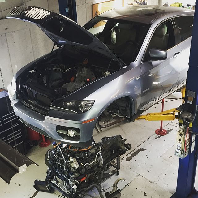 Sometimes you just gotta pull the engine.. #valveseals #bmw #bmwx6hybrid #sandiego #BandBAutoHaus