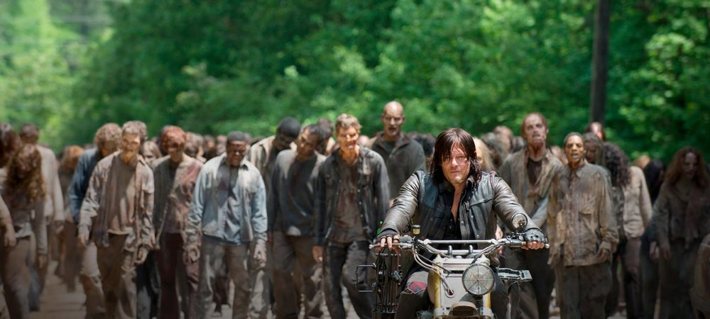 this is all bored daryl gets to do in S6 premiere.
