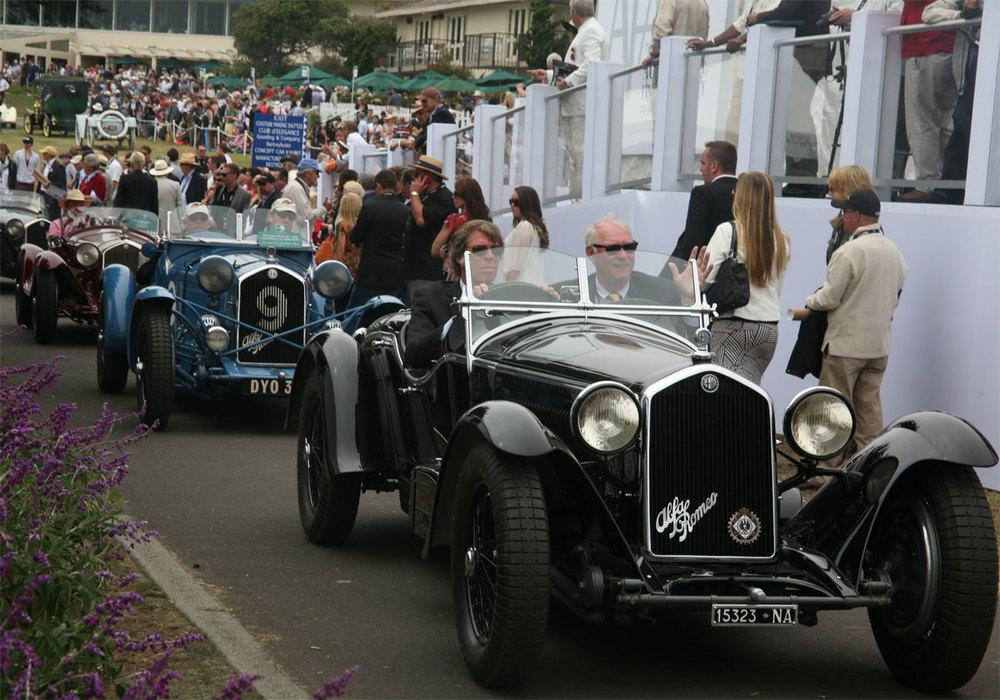 Los Alfa Romeo en movimiento después de desfilar. Foto: Odette Jimenez