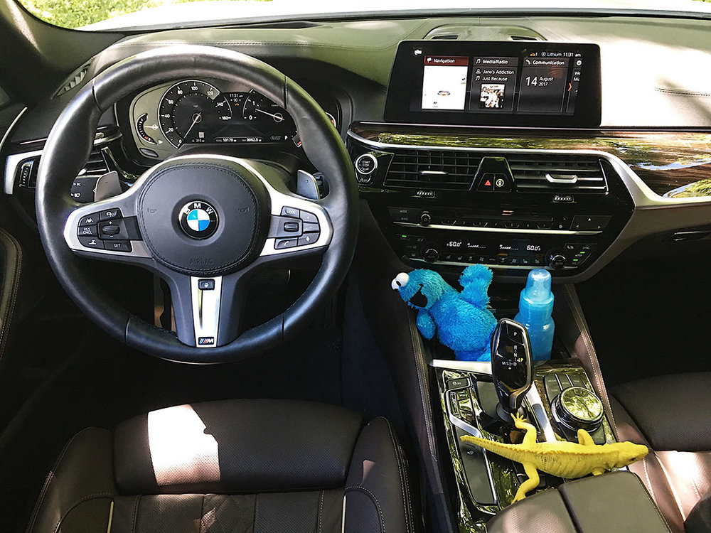 BMW_540i_2017_04.jpg