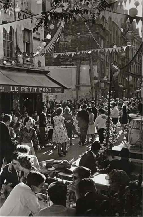Magnificent Mid-Century Pics of Paris (21).jpg