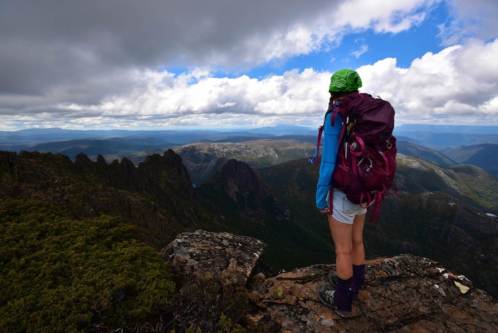 cradle_moutain_candice_looking_osprey_packs.jpg