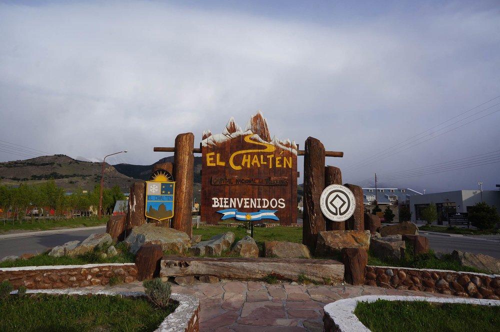 el_chalten_argentina_welcome_sign.jpg