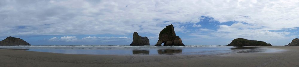 golden_bay_wharariki_beach_rocks_pano.jpg