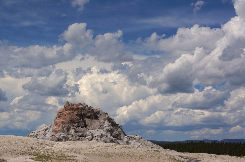 yellowstone_geyser.jpg