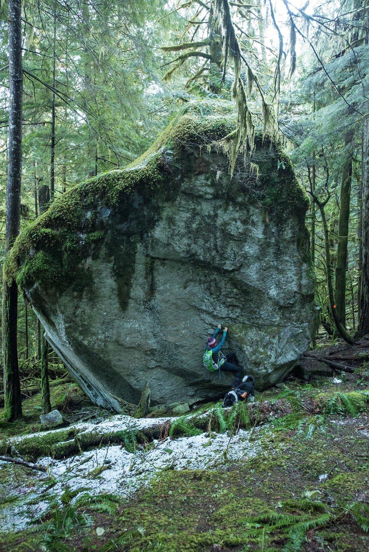 crooked_falls_sigurd_trail_boulder.jpg