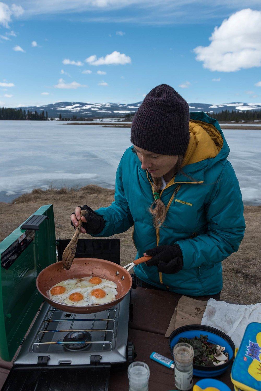 leighton_lakes_candice_cooking_eggs1.jpg