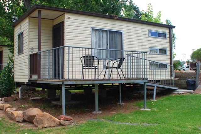Tenterfield caravan park cabin