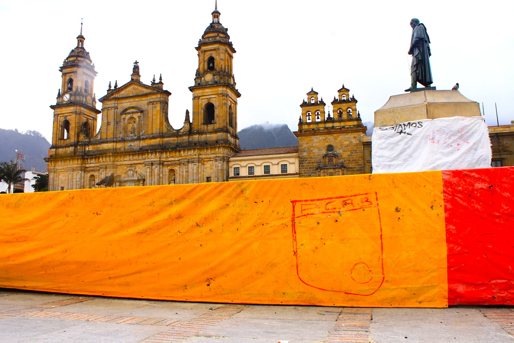 Independiente Santa Fe tag found on a fence protecting a statue of Simon Bolivar.