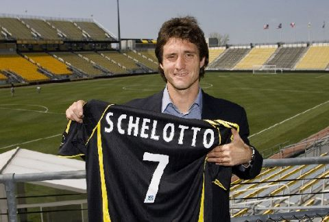 Guillermo Barros Schelotto was attracted to the MLS by America's treatment of footballers.