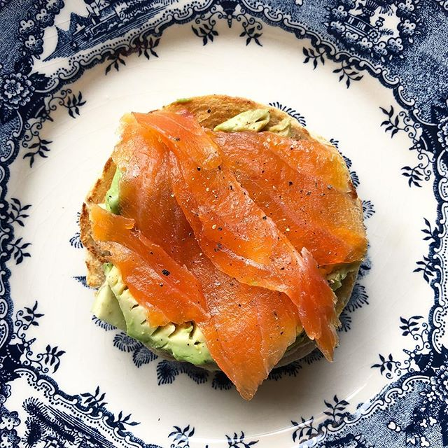Smoked trout and avocado English muffin 👌🏽