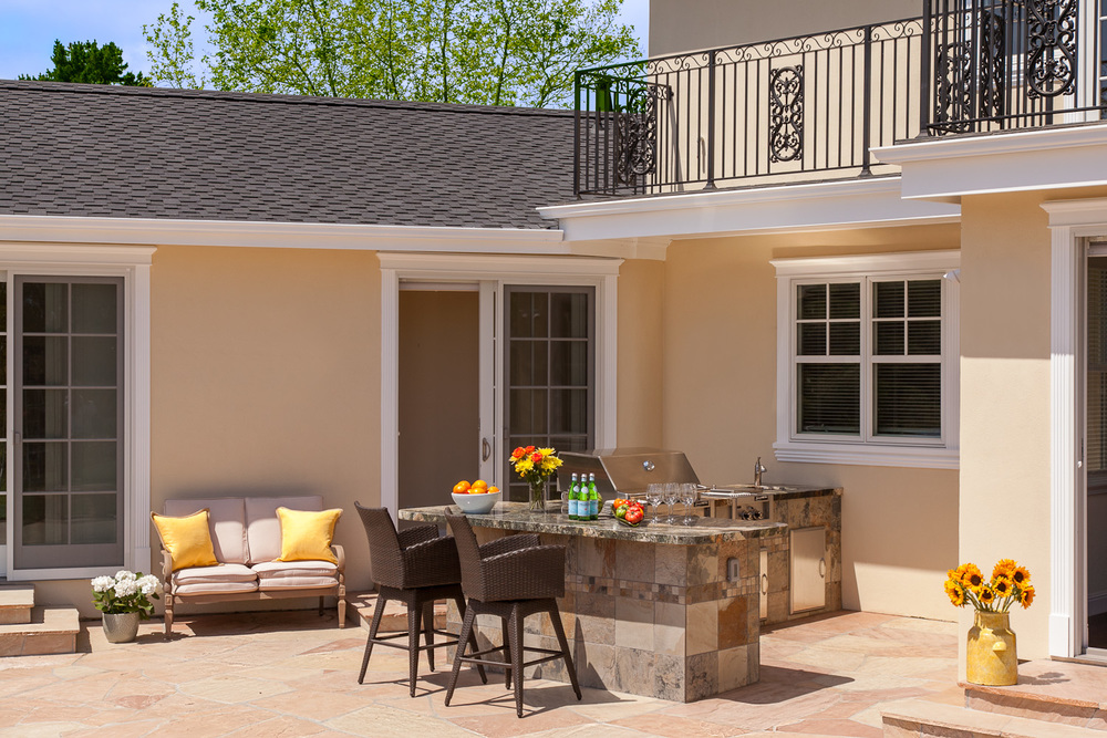 Outdoor Dining & Entertaining Patio