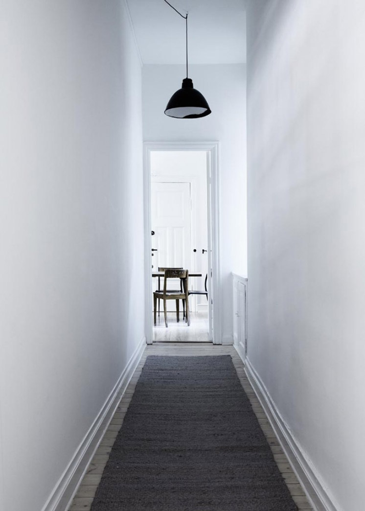 Hallway-Yvonne-Kone-Home-©-Line-Klein-for-Elle-Decoration-Est-Magazine.jpg