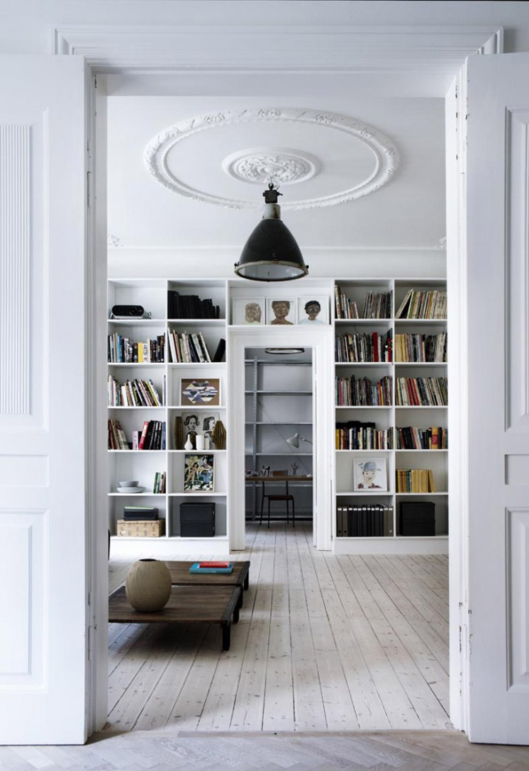 Library-Yvonne-Kone-Home-©-Line-Klein-for-Elle-Decoration-Est-Magazine.jpg